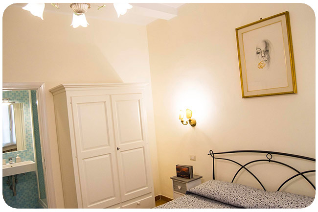 double-bed-with-bathroom-b&b-rome-center